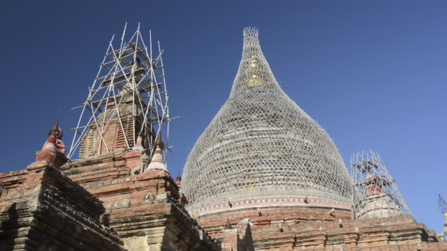 ms la shot of dhammayazika temple is scaffolding with bamboo / bagan, mandalay division, myanmar - scaffolding stock videos & royalty-free footage