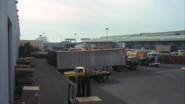 ms pan shot of dock at san pedro - 大型トレーラー点の映像素材/bロール