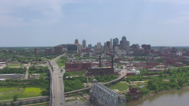 WS AERIAL Shot of downtown with skyline / Kansas City, Missouri, United States