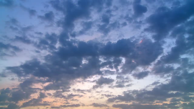 ws t/l shot of dramatic clouds moving in sky at sunset / orscholz, saarland, germany - panorama di nuvole video stock e b–roll