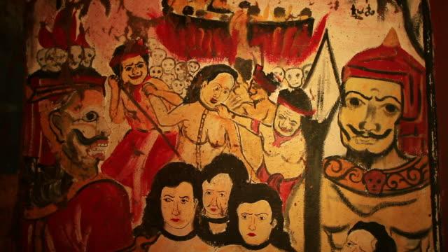 stockvideo's en b-roll-footage met ms shot of drawings of faces and people on temple wall / luang prabang, laos - vrouwelijke gestalte