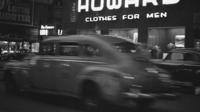 vídeos de stock, filmes e b-roll de ws pov shot of driving up 7th ave to 52nd, east on 52nd stops at 21 with passing stores, theatre marquis and city life - 1946