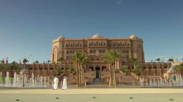 ms shot of emirates palace / abu dhabi, united arab emirates - fan palm tree stock videos & royalty-free footage