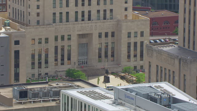 ms aerial ts shot of entrance jackson county courthouse / kansas city, missouri, united states - missouri stock videos and b-roll footage