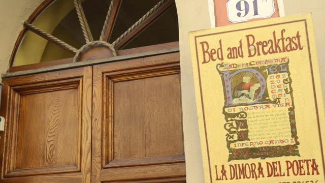 cu shot of entrance of bed and breakfast hotel / san quirico`d orcia, tuscany, italy - toscana bildbanksvideor och videomaterial från bakom kulisserna
