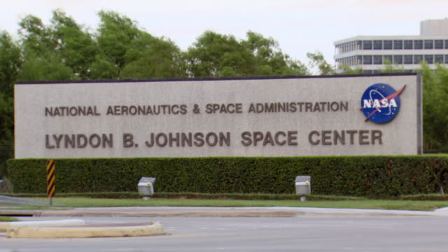 ws pan shot of entrance sign saying national aeronautics & space administration lyndon b johnson space center / houston, texas, united states - entrance sign stock videos & royalty-free footage