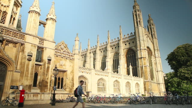 vídeos de stock, filmes e b-roll de ms shot of entrance to kings college cambridge / cambridge, cambridgeshire, united kingdom - king's college cambridge