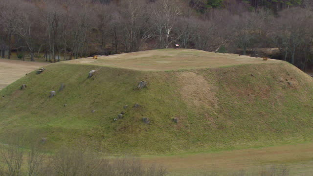 ms aerial zo shot of etowah indian mounds in cartersville city / georgia, united states - 50 seconds or greater stock videos & royalty-free footage
