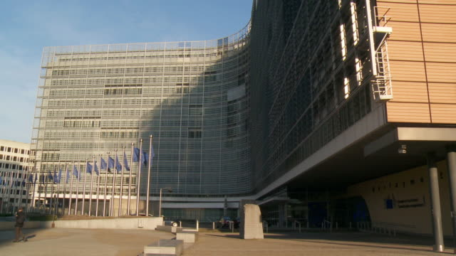 ms shot of european commission headquarters in berlaymont building / brussels, brussels capital region, belgium - europäische kommission stock-videos und b-roll-filmmaterial
