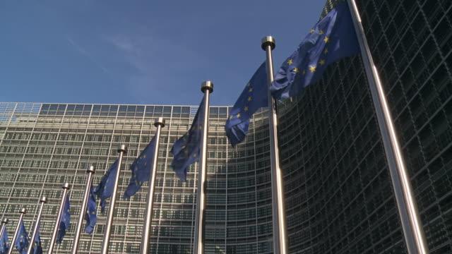 ms la shot of european commission headquarters in berlaymont building / brussels, brussels capital region, belgium - europäische kommission stock-videos und b-roll-filmmaterial