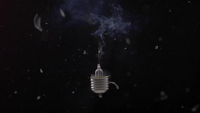 vídeos y material grabado en eventos de stock de cu slo mo shot of exploding light bulb / munich, bavaria, germany - bombilla