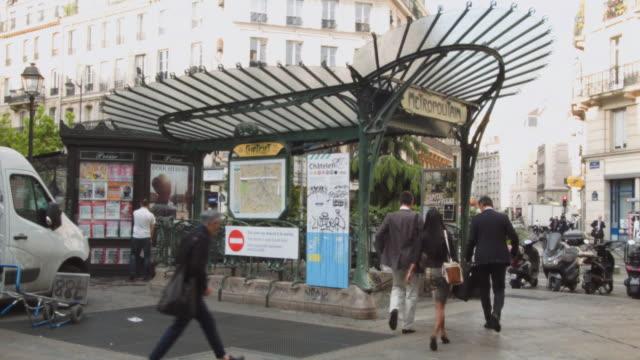 vidéos et rushes de ms shot of exterior metro entrance side / paris, france - porte structure créée par l'homme