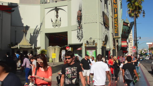 stockvideo's en b-roll-footage met ms shot of famous tcl chinese theater with hollywood walk of fame on sidewalk / los angeles, california, united states - tcl chinese theatre