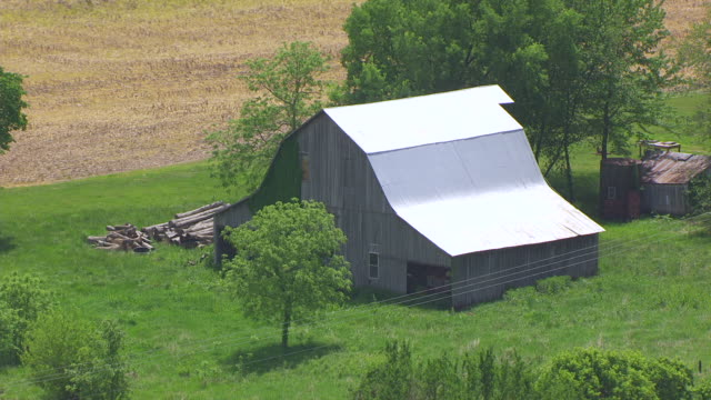 cu aerial shot of farm and barn in saline county / missouri, united states - missouri stock videos & royalty-free footage