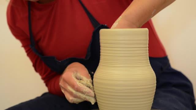 cu shot of female potter shapes pitcher on potterwheel at pottery / landshut, bavaria, germany - pitcher jug stock videos & royalty-free footage