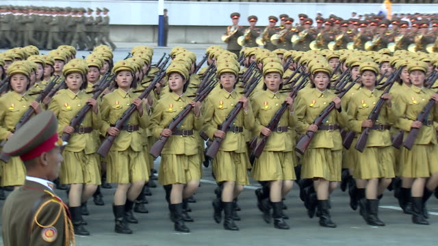 vídeos y material grabado en eventos de stock de shot of female soldiers marching in formation during a military parade at kim ilsung square pyongyang - corea