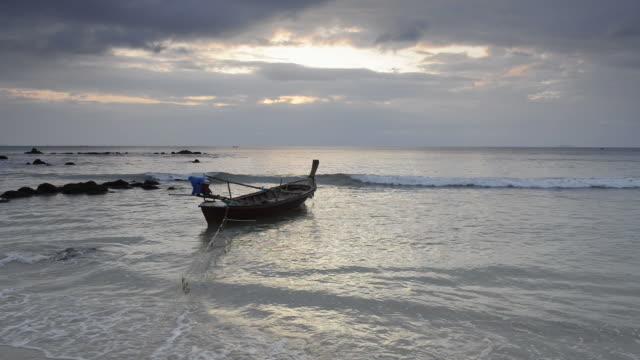 ms shot of fishing boat in surf at phra ae beach at dusk / island ko lanta, krabi province, thailand - surf fishing stock videos & royalty-free footage