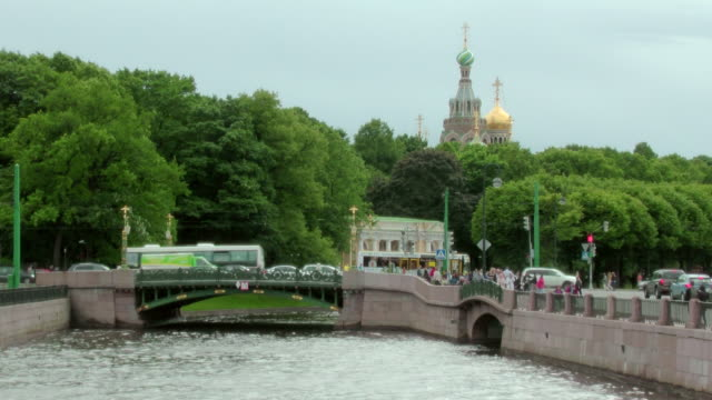 ms shot of fontanka river, canal with cars passing over bridge and church of savior on spilled blood aka cathedral of resurrection of christ / st. petersburg, russia - resurrection religion stock videos & royalty-free footage
