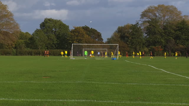 vidéos et rushes de ms shot of footballers playing on hackney marshes / london, united kingdom  - hackney
