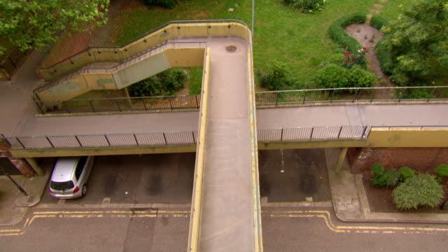 stockvideo's en b-roll-footage met ms shot of footpaths, heygate estate / london, greater london, united kingdom - greater london