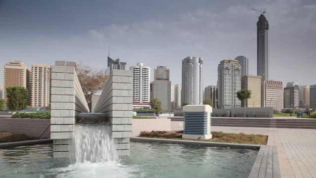 vídeos de stock, filmes e b-roll de ms shot of fountain on corniche / abu dhabi , emirate of abu dhabi, united arab emirates - 2012
