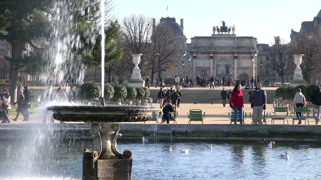CU Shot of Fountain with people of Jardin des Tuileries / Paris, Ile de France, France