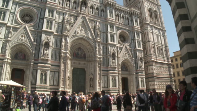 MS TU Shot of front facade of Santa Maria del Flore Basilica II Duomo / Florence, Tuscany, Italie