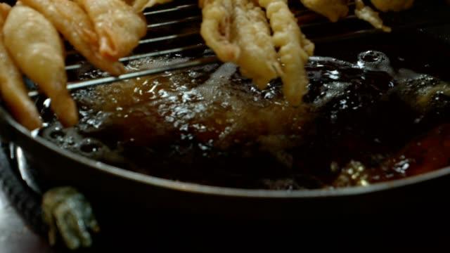 vídeos y material grabado en eventos de stock de shot of frying squid and seaweed roll - comida coreana