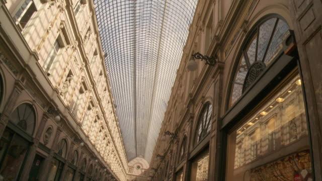 ms shot of galleries royale saint hubert top site / brussels, brussels capital region, belgium - kunglighet bildbanksvideor och videomaterial från bakom kulisserna