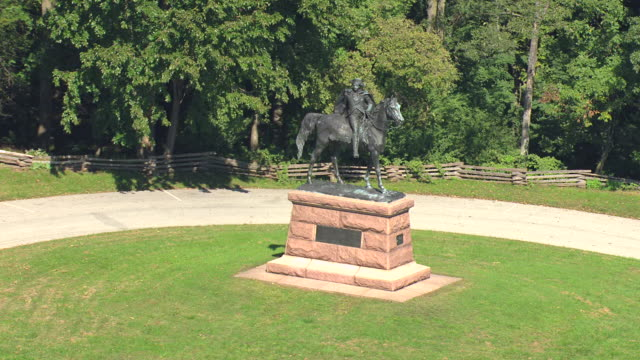 ms aerial ts shot of general anthony wayne monument at valley forge national park / king of prussia, pennsylvani,a united states - american revolution stock videos & royalty-free footage