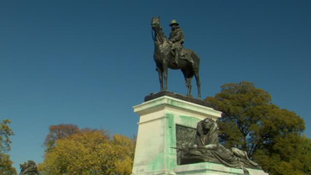 vídeos y material grabado en eventos de stock de ms shot of general ulysses s grant memorial statue riding horse / washington, district of columbia, united states - ulysses s grant