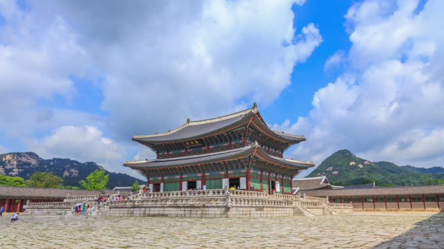 shot of geunjeongjeon(main throne hall, korea national treasure 223) at gyeongbokgung ancient palace - besichtigung stock-videos und b-roll-filmmaterial