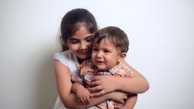 vídeos de stock, filmes e b-roll de ms shot of girl playing with her brother / gurgaon, haryana, india - irmão