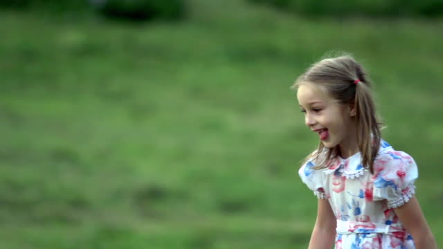 ms slo mo shot of girl running on meadow / seoul, south korea - 小学校低学年点の映像素材/bロール