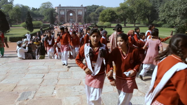 MS TD Shot of Girls School visiting Humayun Mausoleum in Delhi / Delhi, India