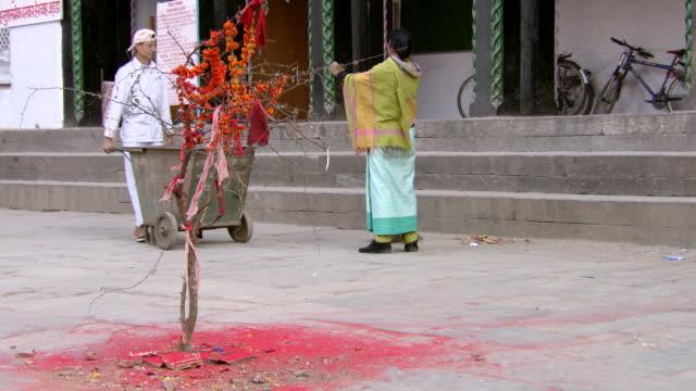 ms shot of god tree with workers / kathmandu, nepal - 幸運点の映像素材/bロール