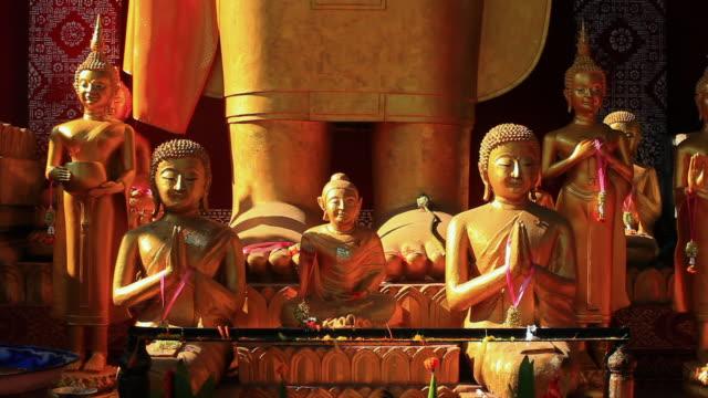 ms shot of golden buddhist statues / luang prabang, laos - figura maschile video stock e b–roll