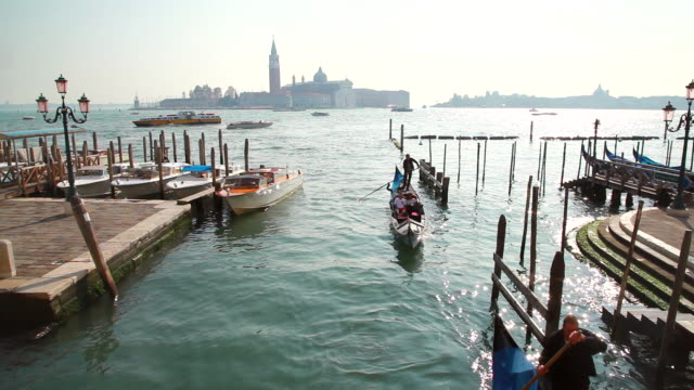 ms shot of gondolas at entrance to side canal to canal grande / venice veneto italy - besichtigung stock-videos und b-roll-filmmaterial