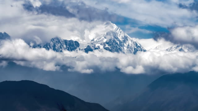 t/l shot of gongga mountain in western sichuan/sichuan,china - mountain range stock videos & royalty-free footage