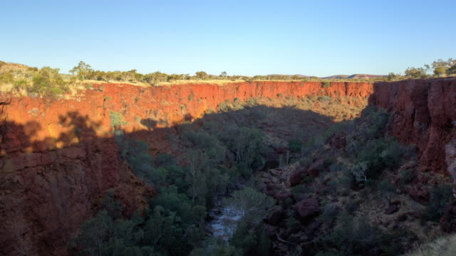 ws t/s shot of gorge of karijini national park in western australia / australia - bush stock videos & royalty-free footage