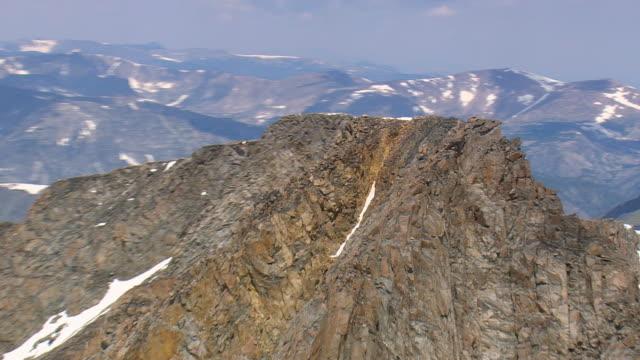cu aerial ts zo shot of granite peak mountain area / montana, united states - igneous stock videos & royalty-free footage