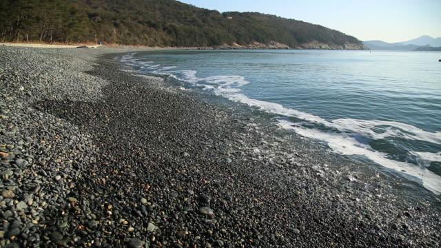 shot of gravels and stones at konglyongal beach - kiselsten bildbanksvideor och videomaterial från bakom kulisserna