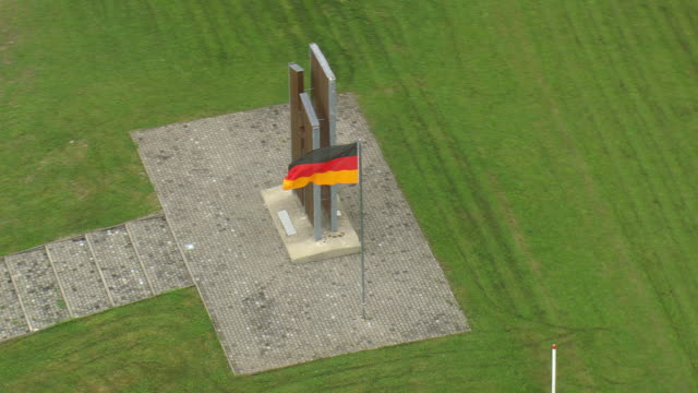 stockvideo's en b-roll-footage met ms aerial shot of green field and point alpha memorial with flag/ germany - memorial