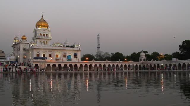 MS Shot of Gurudwara Bangla Sahib at night / Delhi, India