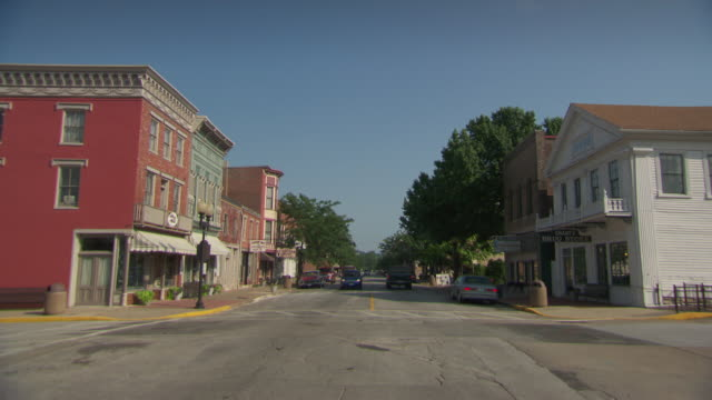 ms shot of hannibal street / hannibal, missouri, united states - mark twain stock videos & royalty-free footage