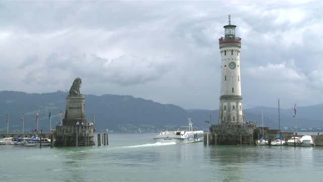 ws shot of harbour and old town / lindau,  bavaria, germany - rappresentazione di animale video stock e b–roll
