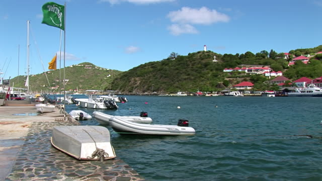 vidéos et rushes de ms shot of harbour / saint barthelemy - dom tom