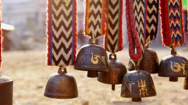 stockvideo's en b-roll-footage met ms shot of himalayas livestock and animal bells hang for sale at merchant shop in namche bazarre / namche, nepal - middelgrote groep dingen