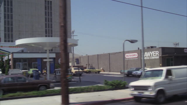 ms pov shot of hollywood freeway and santa monica boulevard past goldwyn studios - 1978 stock videos & royalty-free footage