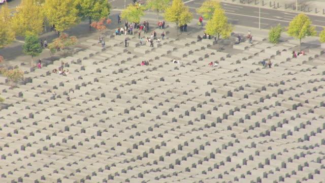 ms aerial shot of holocaust memorial / berlin, germany - olocausto video stock e b–roll